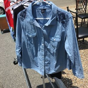 NWOT Torrid Chambray Embroidered Button Down